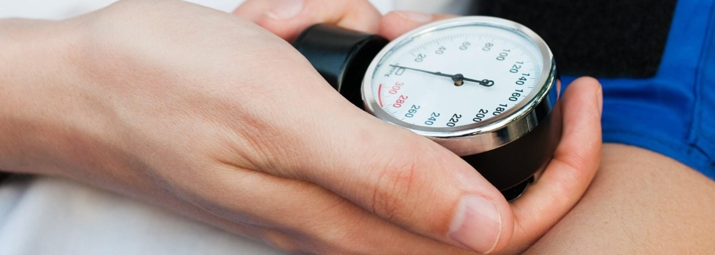 Az alacsony és magas vérnyomás okai és tünetei